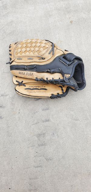 Mizuno Baseball Glove (Right Handed) for Sale in Bakersfield, CA