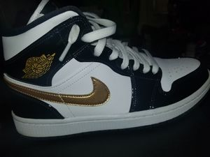 Air Jordan 1 mid SE open to offers for Sale in Brandon, FL