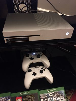 All Xbox and games and two hands Ear Headphone and3D for Sale in Aurora, IL