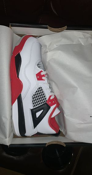 Jordan 4 Retro Fire Red (ps) size 3Y for Sale in Daly City, CA