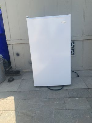 Mini fridge for Sale in Jurupa Valley, CA