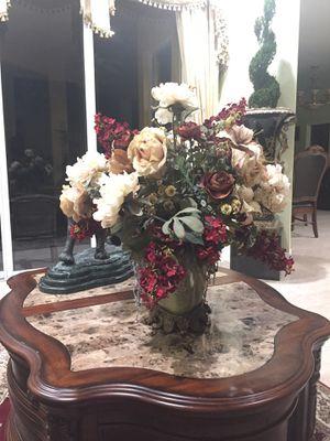 Arrangements floral. Bronze and porcelain vase. Castilian. for Sale in Miami, FL