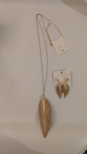 Women's Tassel necklace and earrings set, gold color. for Sale in Chula Vista, CA