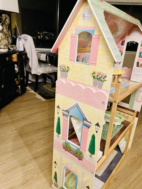 Kidskraft doll house