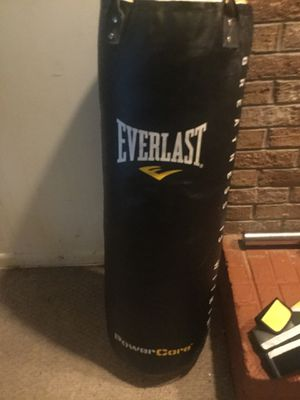Brand Everlast punching bag 200lbs for Sale in Fort Washington, MD