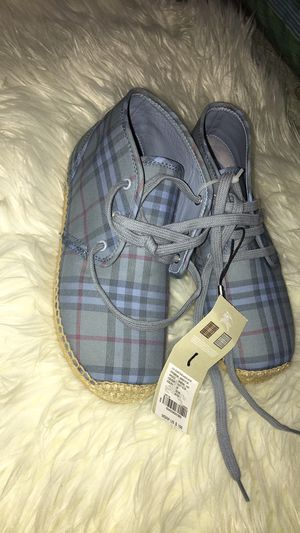 Burberry shoes unisex for Sale in Florida City, FL