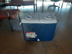 Rubbermaid ice chest for Sale in Ontario, CA