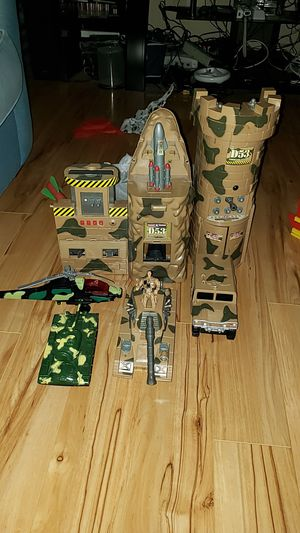 PLASTIC ARMY SET LIKE NEW for Sale in Henderson, NV