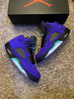 Jordan retro 5 Alternate grape for Sale in Tacoma, WA
