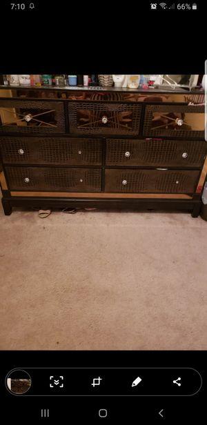 Bed dresser for Sale in Manassas, VA