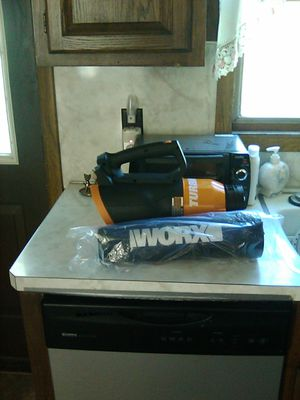 Leaf blower. Needs charger. Battery included for Sale in Freeland, PA