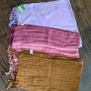 3 Scarves For $3 for Sale in Orlando, FL