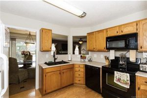 Kitchen cabinets and Ampliance for Sale in NC, US