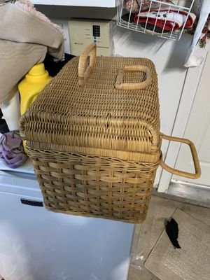 Nice picnic basket 25 no shipping you pick up for Sale in Lincoln, CA