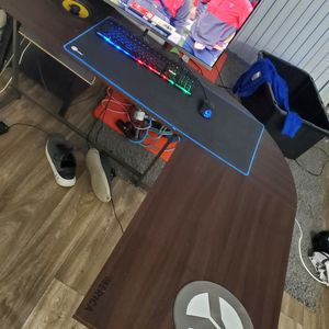 Custom Made computer Desk With Built In Speakers for Sale in Escondido, CA