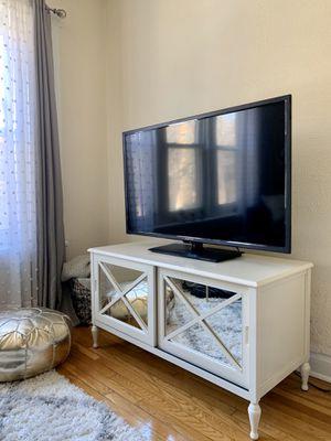 Mirrored TV Console for Sale in Chicago, IL