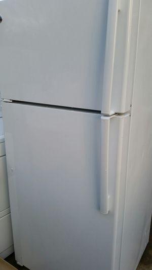 Refrigerator top freezer like new for Sale in Lincolnia, VA