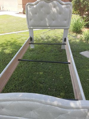 Twin bed frame for Sale in Pumpkin Center, CA