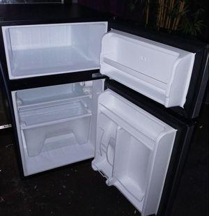 Whirlpool mini refrigerador for Sale in South Gate, CA