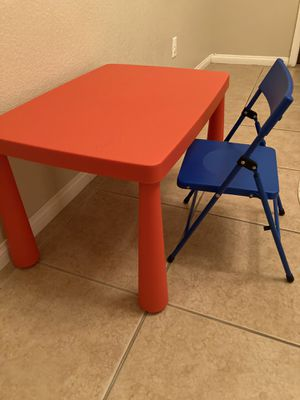 Toddler Desk and Chair for Sale in Henderson, NV