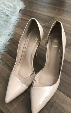 BEIGE CLEAR SIDE HIGH HEELS 7 1/2 for Sale in Irvine, CA