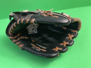 Adidas TS1100 11 inch Baseball Glove for Sale in Phoenix, AZ