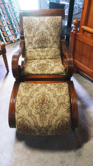 Lounge Chair w/ Ottoman for Sale in Fort Lauderdale, FL