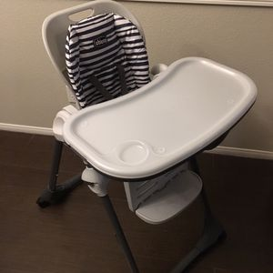 Chicco Poly Adjustable Height Rolling High Chair for Sale in North Las Vegas, NV