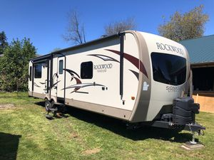 2017 Forest River Rockwood Signature UltraLite 8329SS for Sale in Vancouver, WA