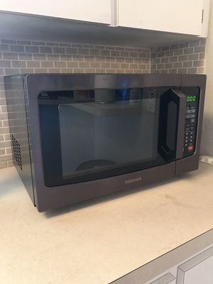 Toshiba microwave for Sale in Tampa, FL