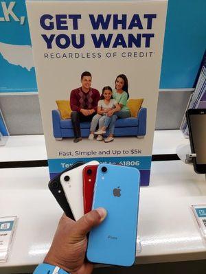 UNLOCKED IPHONE XR for Sale in Wahneta, FL