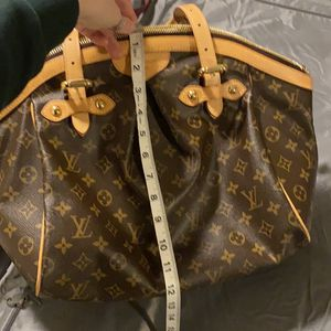 Authentic Louis Vuitton Purse for Sale in Gresham, OR