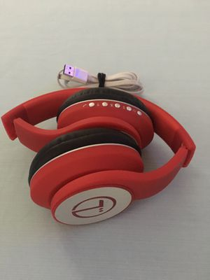Bluetooth headphones in excellent condition charger included $30 dollars for Sale in Margate, FL