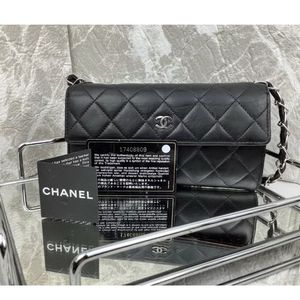 Quilted Chanel Authentic leather Bag On Chain for Sale in Federal Way, WA