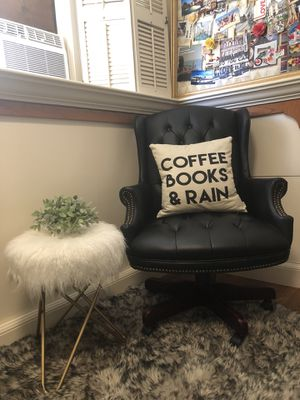 Beautiful & Bold Black Leather Tufted Executive Chair with Cherry Wood Colored Legs for Sale in San Diego, CA