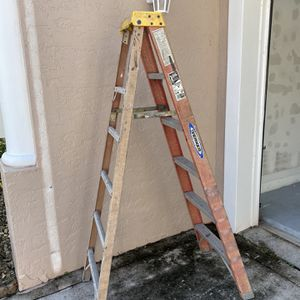 Ladder Werner 6 Ft Extra Heavy Duty for Sale in Boca Raton, FL