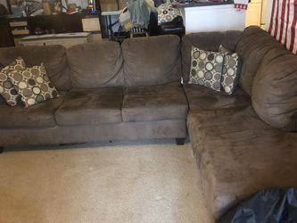 Couch With Chaise Lounge for Sale in Orlando,  FL
