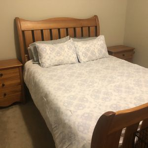 Queen Size Bed for Sale in Edgewood, WA