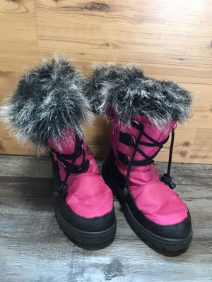 Kids size 3 snow boots Pink for Sale in Elma, WA
