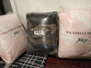 Victoria secret pink brand Sherpa blanket for Sale in Mesquite, TX