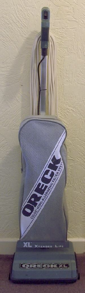 Oreck XL Vacuum Cleaner for Sale in Tacoma, WA