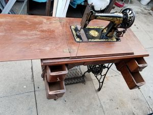 ANTIGUE SINGER SEWING MACHINE for Sale in Los Angeles, CA
