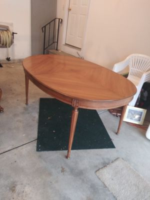 Antique table and chairs for Sale in Brooklyn, OH