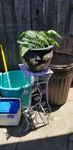 Plant stand and pot for Sale in Fresno, CA