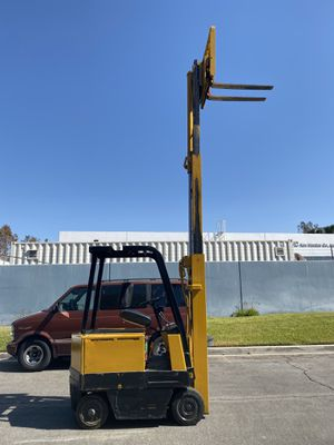 Caterpillar Electric Sit Down Forklift 3000 LBS for Sale in Westminster, CA