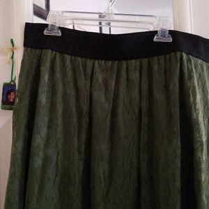Lularoe skirt size large for Sale in Lakewood, NJ