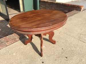 Victorian oval coffee table. for Sale in Whittier, CA