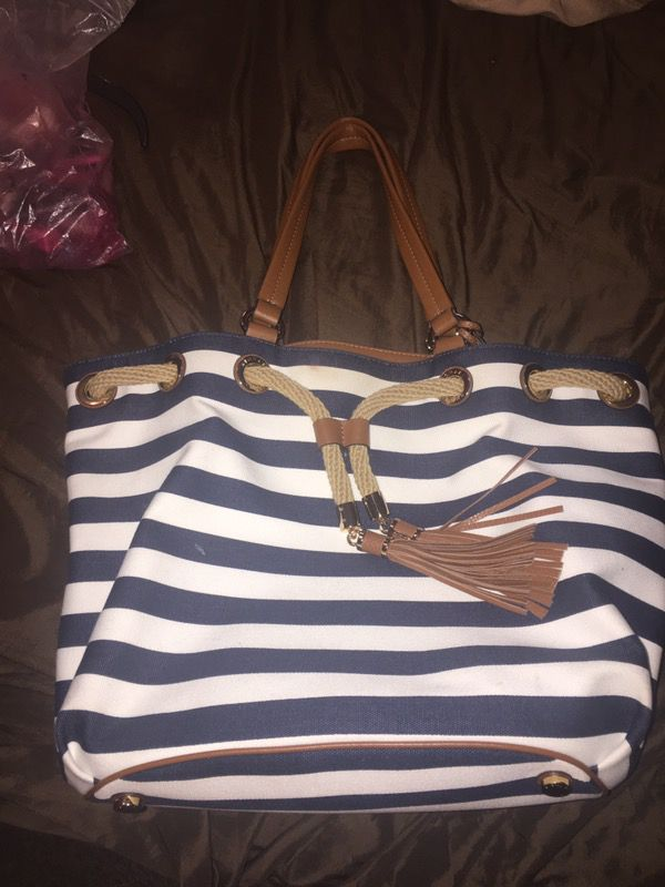9b39fdfb7c19 Michael Kors ! Like New ! for Sale in Fort Worth, TX - OfferUp