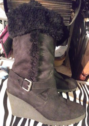 New American Eagle Heeled Fur Boots Size 8 for Sale in St. Louis, MO