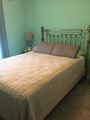 Queen Size Bed for Sale in Zebulon, NC